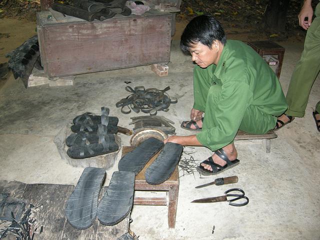 Schuhe aus Autoreifen
