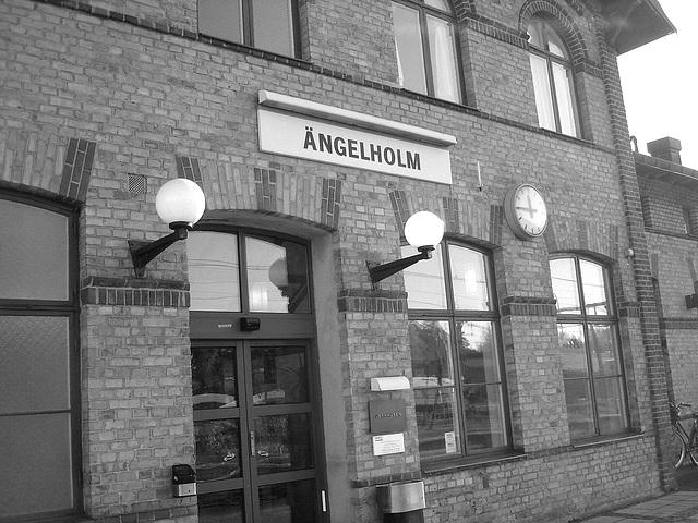 Gare de Ängelholm train station / Suède - Sweden  /  23 octobre 2008- B & W