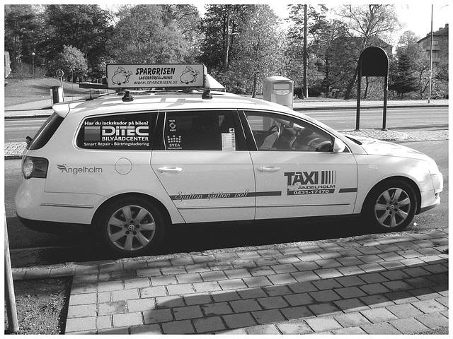 Taxi suédois -  Svea taxiallians / Ängelholm - Suède / Sweden - 23 octobre 2008- B & W