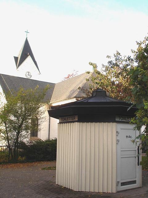 Toaletter - 15h....l'heure du pipi /  3 o'clock....Wee time !  Ängelhlom / Suède- Sweden