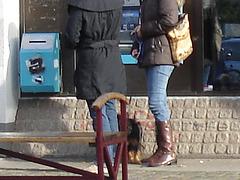 Belle rouquine au guichet automatique bleu / Sweet redhead Lady at the blue ATM  -  Ängelholm /  Sweden - Suède.  23 octobre 2008  - Anonymement vôtre - Anonymously yours