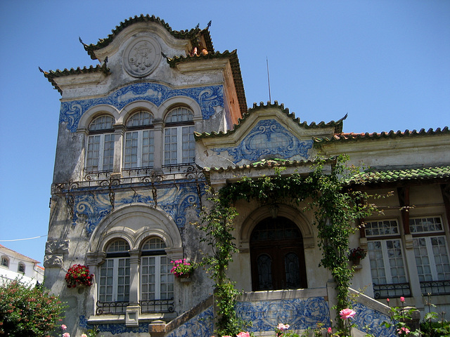 Quinta das Cerejeiras (19th century), typical Portuguese glazed tiles