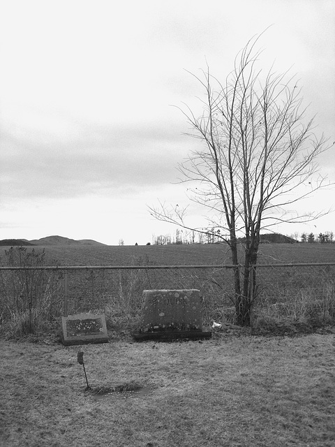 Cimetière américain typique /  Mountain view cemetery. Saranac lake area.  NY. USA . March 29th 2009 - N & B
