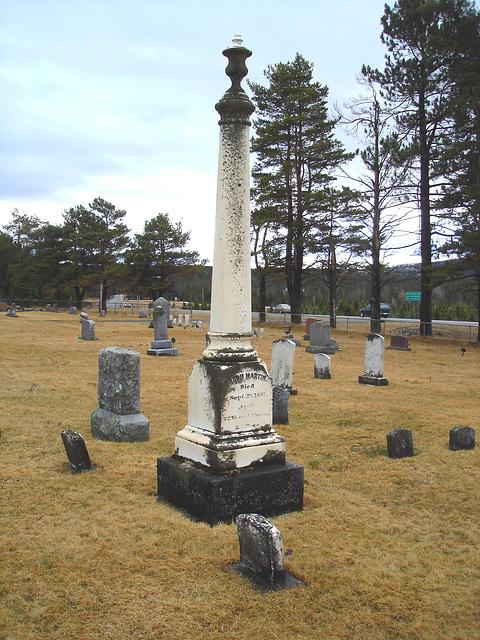 Cimetière américain typique /  Mountain view cemetery. Saranac lake area.  NY. USA . March 29th 2009- Martin tower - La tour Martin