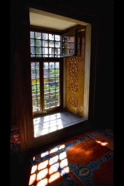 Rüstem pasa camii - Window