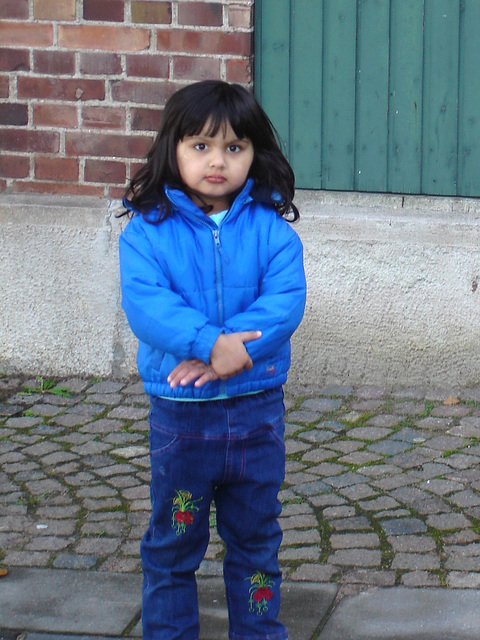 Petite Princesse en bleu / Secutitas bevakning  pretty little girl in blue