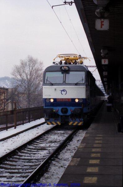ZSSK #350006-3 Arriving at Nadrazi Holesovice, Picture 2, Prague, CZ, 2009