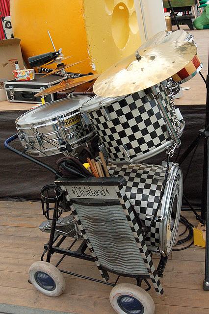 tamburo kaj diksilavbreto - Schlagzeug mit Dixiewaschbrett