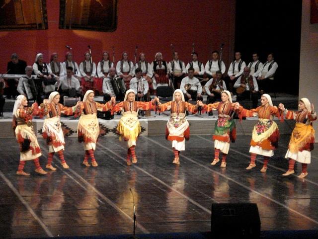Tanec folk ensemble Macedonia