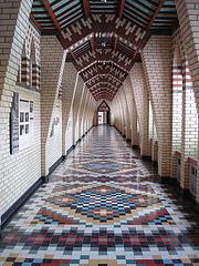 Corridor coloré / Colourful corridor