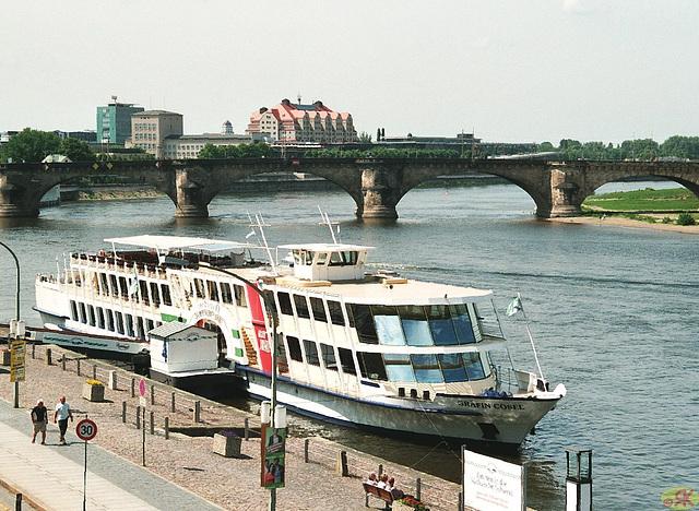 2009-05-20 15 Dresden, Schaufelrad-Dampfer, Augustusbrücke