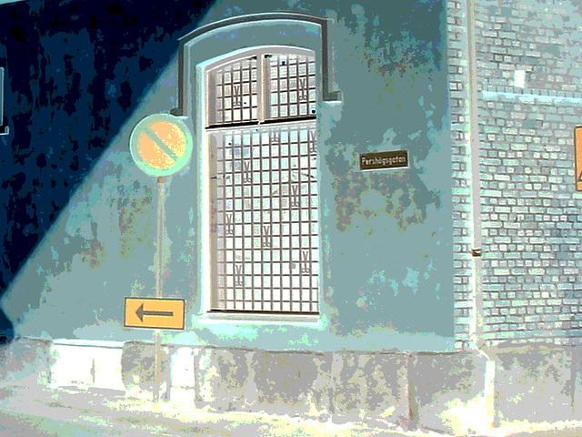 Espresso window area - Zone de la fenêtre expressive -  Båstad  /  Suède - Sweden.   25 octobre 2008-  Négatif postérisé