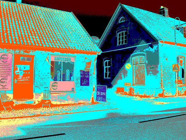 Espresso window area - Zone de la fenêtre expressive -  Båstad  /  Suède - Sweden.   25 octobre 2008- Négatif avec deux changements de couleurs ravivées