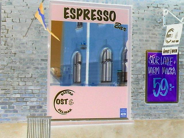 Espresso window area - Zone de la fenêtre expressive -  Båstad  /  Suède - Sweden.   25 octobre 2008-  Effet de négatif / Negative effect