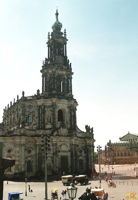 2009-05-20 20 Dresden, Katholische Hofkirche, Semperoper