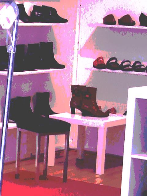 Lèche-vitrines podoérotique / Bagalarm welcoming sexy footwears store -  Ängelholm  /  Suède - Sweden.  23 octobre 2008 / Effet de nuit + couleurs ravivées