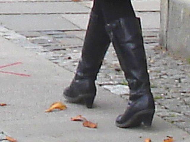 Arkitekter readhead Lady in sexy boots - Copenhagen / October 20th 2008