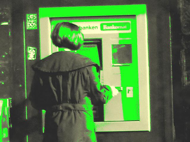 Redhead Lady at the ATM /  Rouquine au guichet automatique -  Ängelholm  /  Suède - Suède.  23 octobre 2008 -  Photo ancienne + avec changement de couleur