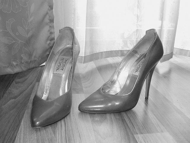 Elsa's friend high heels shoes with permission -  Les talons hauts de l'amie de Elsa avec permission -  Janvier / January 2009 -  B & W