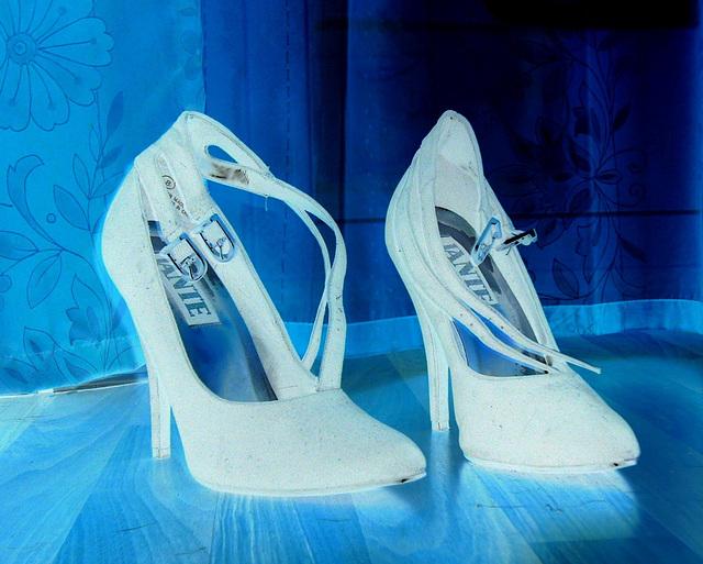 Elsa's friend high heels shoes with permission -  Les talons hauts de l'amie de Elsa avec permission -  Janvier / January 2009- Effet de négatif