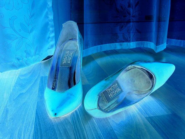 Elsa's friend high heels shoes with permission -  Les talons hauts de l'amie de Elsa avec permission -  Janvier / January 2009- Negative effect
