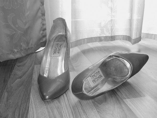 Elsa's friend high heels shoes with permission -  Les talons hauts de l'amie de Elsa avec permission -  Janvier / January 2009-   B & W