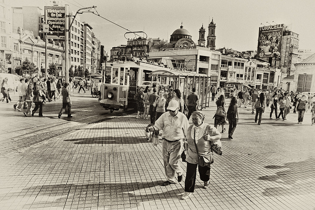 Taksim Meydani - shadows