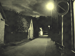 Rue sombre & lampadaire /  Street lamp and narrow street in the dark  - Båstad / Suède - Sweden.  23-10- 2008-  Photo ancienne - Vintage