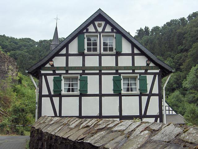 Ehrenstein – pastra domo