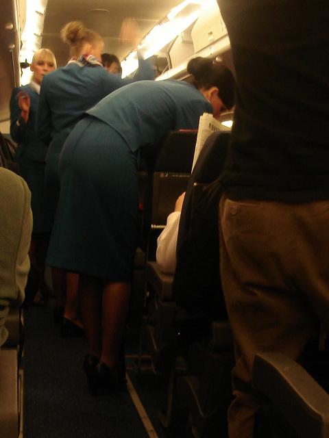 KLM flight attendants in high heels / Hôtesses de l'air  de KLM en talons hauts.