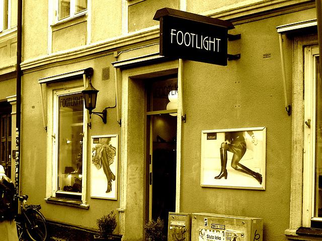 Façade podoérotique / Footlight store podoerotic façade  -  Helsingborg / Suède - Sweden.  22 octobre 2008-  Sepia