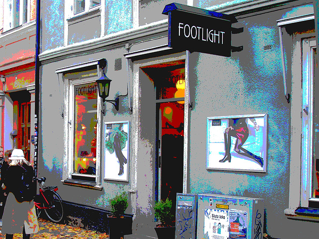 Façade podoérotique / Footlight store podoerotic façade  -  Helsingborg / Suède - Sweden.  22 octobre 2008-  Postérisée