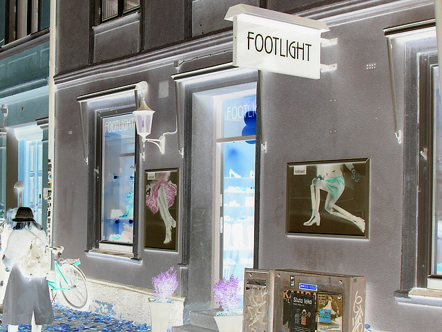 Façade podoérotique / Footlight store podoerotic façade  -  Helsingborg / Suède - Sweden.  22 octobre 2008- Effet de négatif