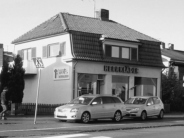Herrkläder building -  Båstad  /  Suède - Sweden.  25 octobre 2008 - N & B