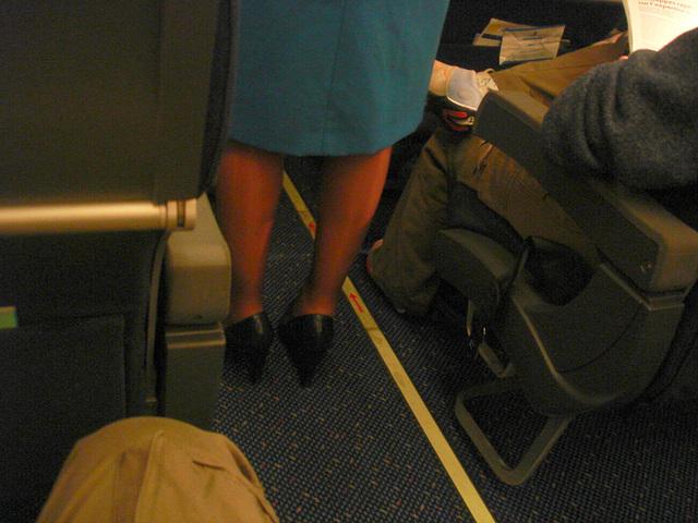 KLM flight attendant in high heels / Hôtesse de l'air  de KLM en talons hauts  - Correction Gamma niveau 2