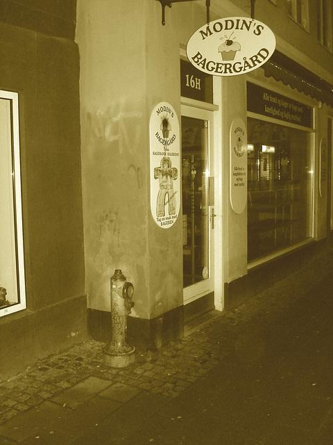 Un soir à Helsingor ....../   Helsingor by the night........Danemark / Denmark.   Octobre 2008-  Sepia