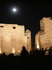 Mond über Karnak