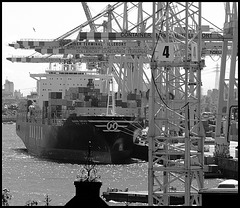 """Containerterminal Tollerort with """"Hanjin Chicago"""""""