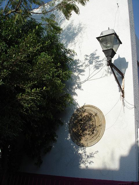 Lanterne et art mural / Lanterna y arte de pared.