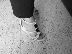 Christiane - Nouvelles sandales sexy / New sexy sandals - 29 avril 2009 /Avec permission - N & B