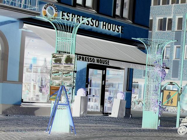 Zone de la maison Expresso /  Expresso house corner - Ängelholm en Suède  / Sweden .  23 octobre 2008 - Effet de négatif - Negative effect artwork