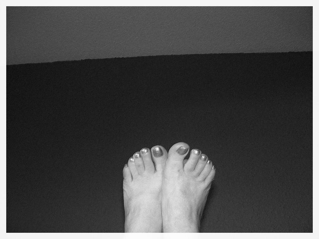 Les beaux Pieds de mon amie Christiane / Christiane's sexy feet - Pédicure- N & B