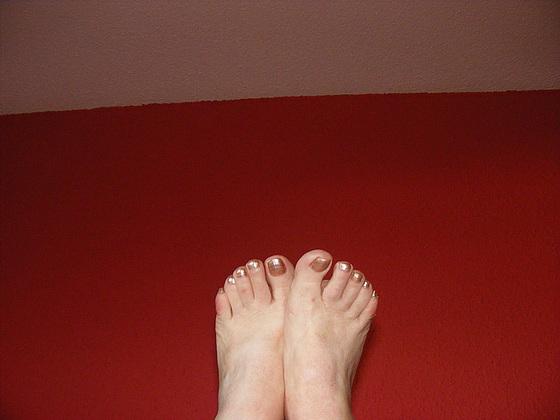 Les beaux Pieds de mon amie Christiane / Christiane's sexiest feet - Avec / with permission.