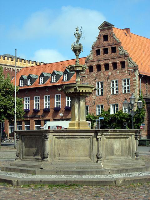 Lüneburg, Markt, Lunabrunnen