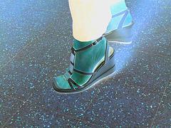 Christiane - Nouvelles sandales sexy / New sexy sandals - Effet de négatif /Avec permission.