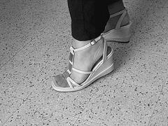 Christiane - New sexy sandals / Nouvelles sandales sexy- Avril 2009. Avec permission. N & B