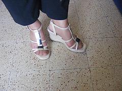 Christiane - New sexy sandals / Nouvelles sandales sexy- Avril 2009. Avec permission