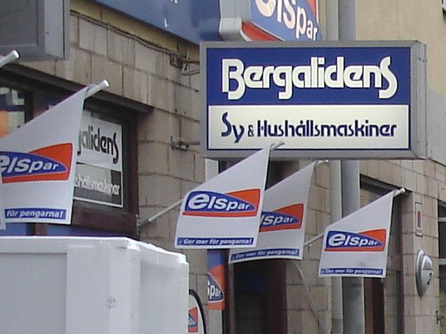 Façade publicitaire ostentatoire / Elspar bergalidens advertising façade  -  Helsingborg  /  Suède - Sweden.  22 octobre 2008