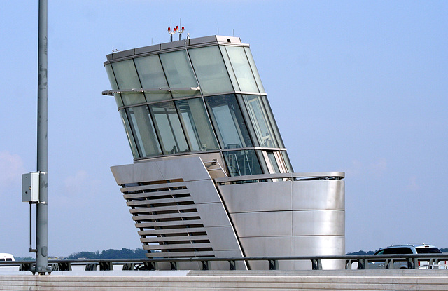 Tower.WoodrowWilsonBridge.VA.MD.8June2009