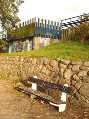 Le banc à graffitis / The graffitis bench